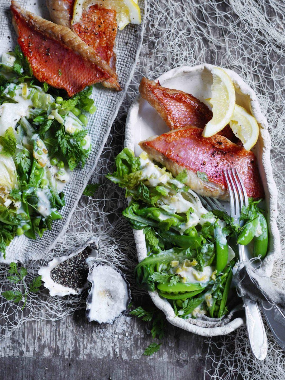 Pan-fried fish with braised peas recipe