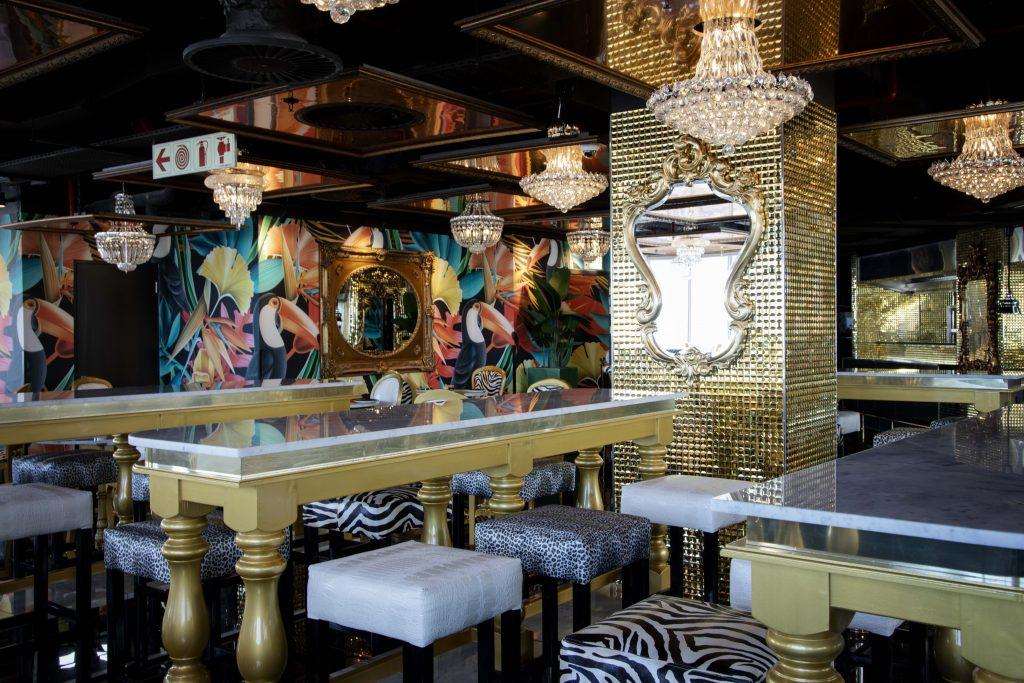 Infinity Restaurant decor